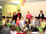 Uno dei momenti durante la festa di fine anno scolastico
